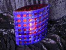 Lichtobject rood met blauw ruitpatroon
