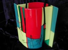 Tweezijdig vrijstaand object van gefused bullseye glas