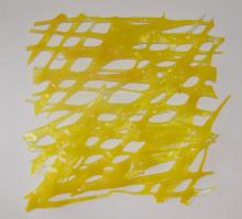 wanddecoratie van gefused en gevormd geel Bullseye glas